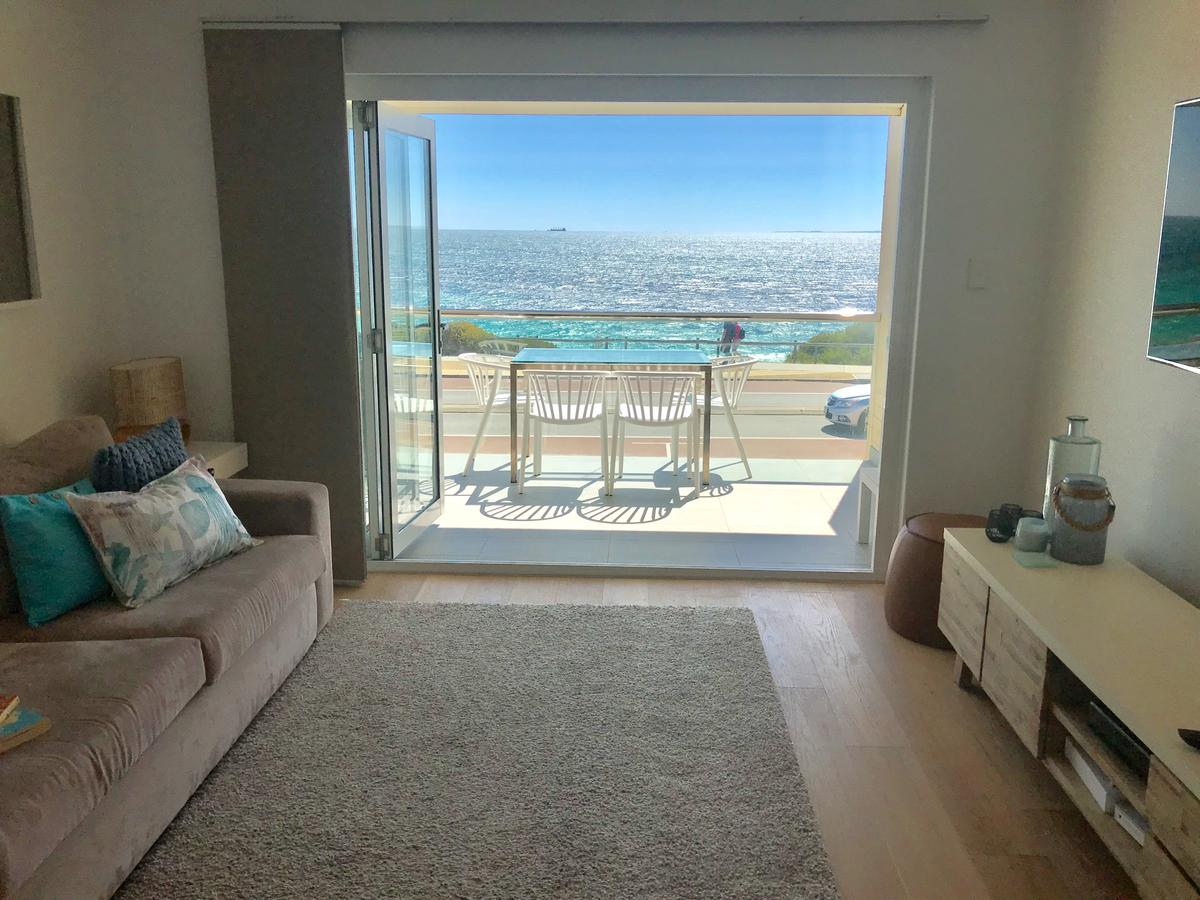 Cottesloe Beachfront Ocean View Apartment - Accommodation Port Macquarie