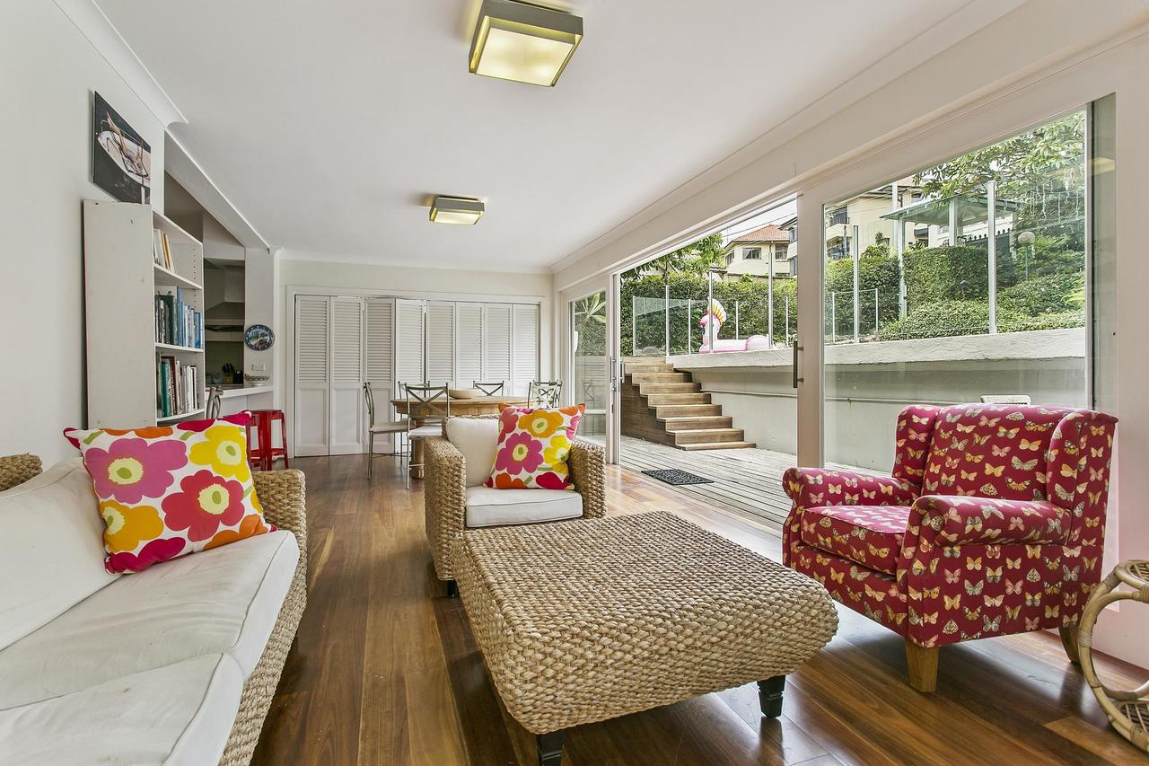 Summery spacious 4 bed home in Kurraba Point - Accommodation Port Macquarie