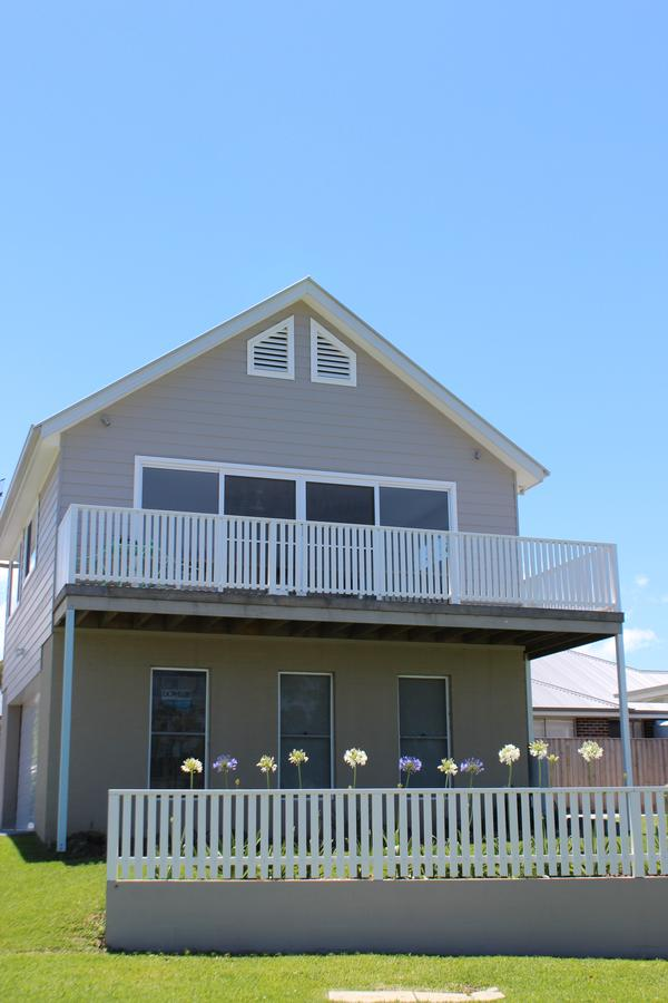 Red Waratah - Accommodation Port Macquarie