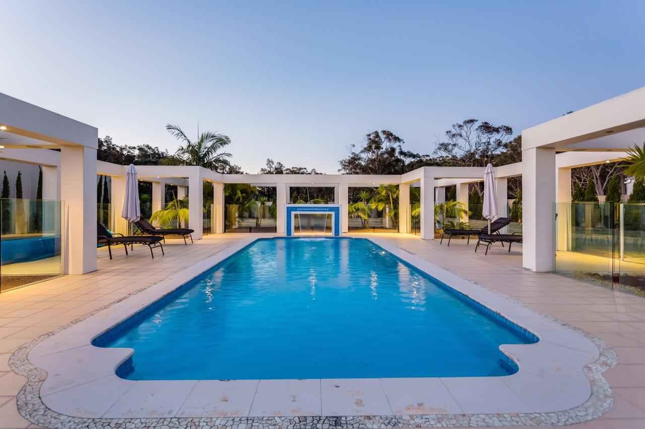 One Mile Mansion - Private Coastal Retreat FREE FAMILY ADVENTURE PASS - Accommodation Port Macquarie