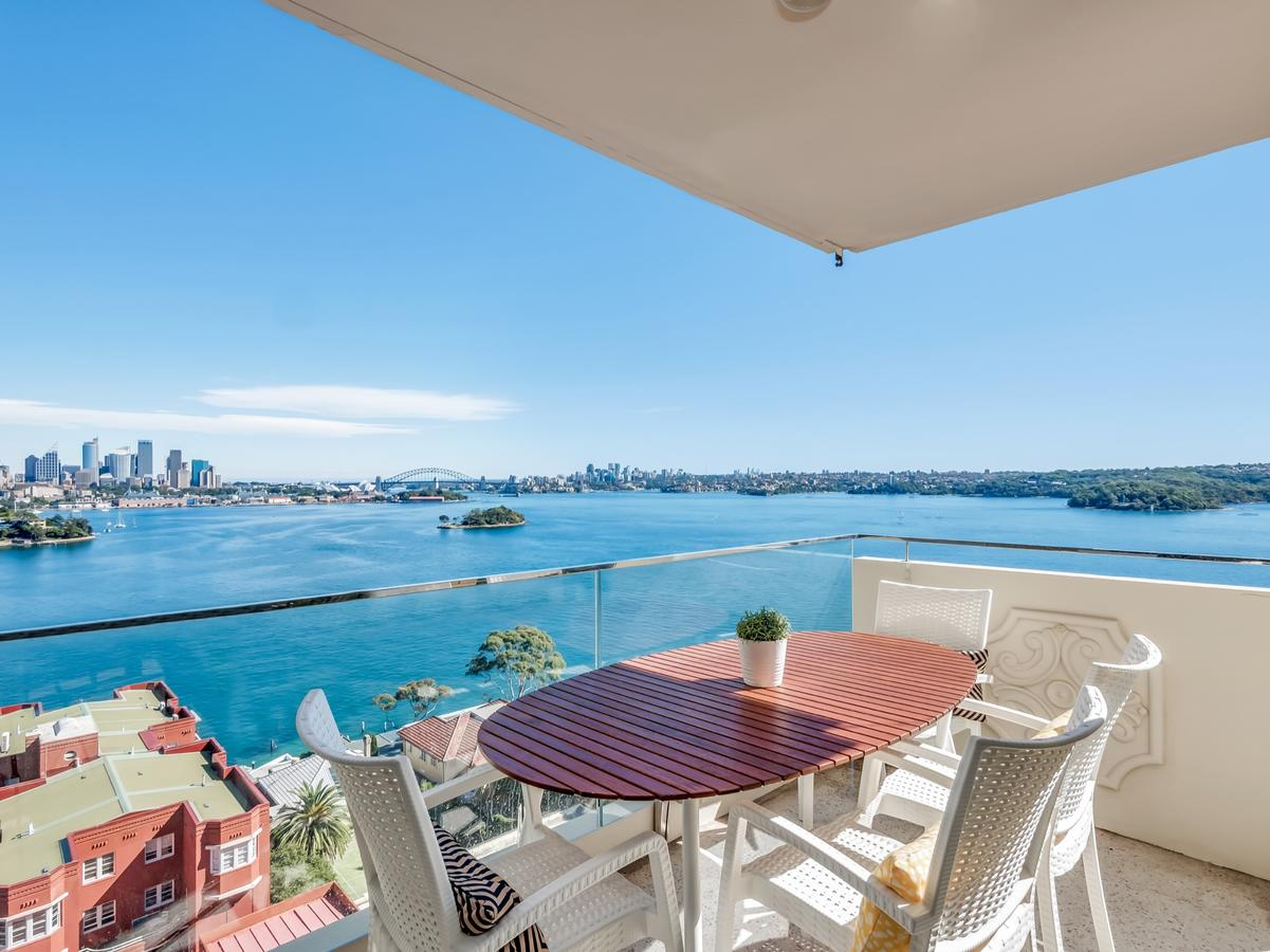 Panoramic harbour views and unbeatable comfort - Accommodation Port Macquarie