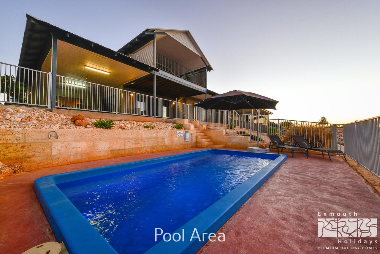 3 Kestrel Place - PRIVATE JETTY  POOL - Accommodation Port Macquarie