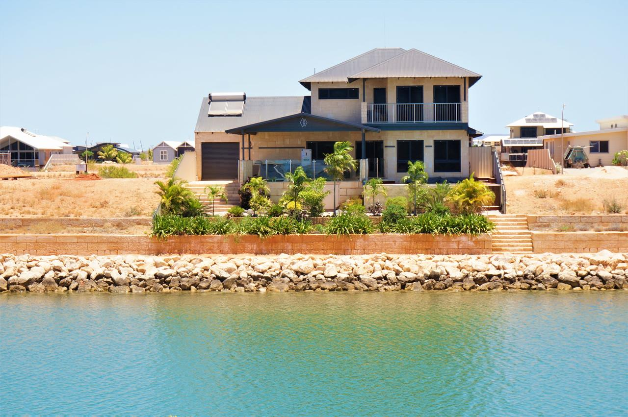 27 Corella Court - Exquisite Marina Home With a Pool and Wi-Fi - Accommodation Port Macquarie