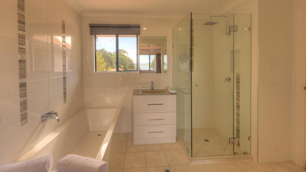 Dolphin Waters - Accommodation Port Macquarie