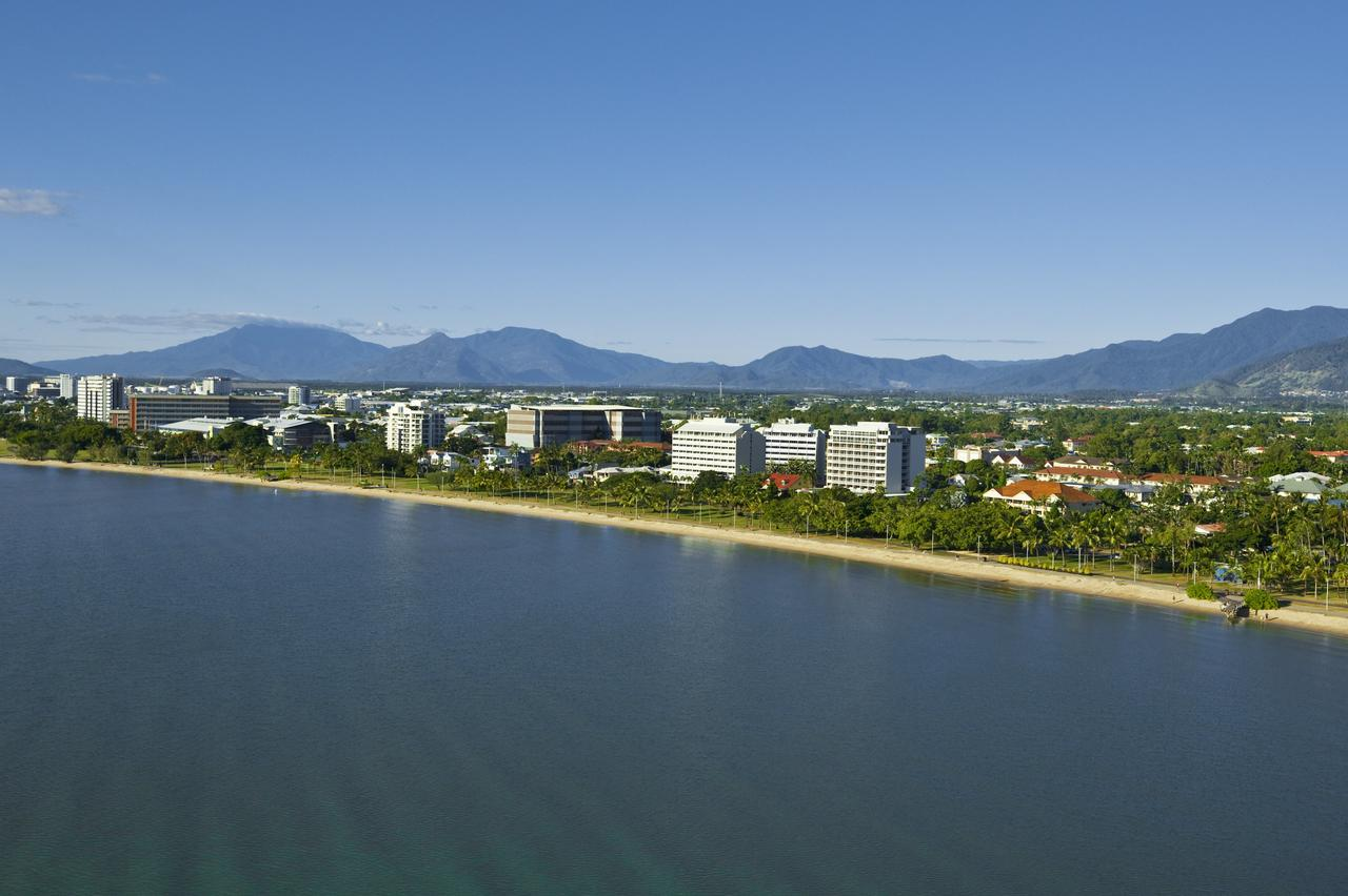 Holiday Inn Cairns Harbourside - Accommodation Port Macquarie